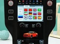 Ford Mustang, Tesla monitoru